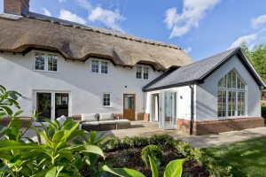 How much to thatch a roof